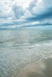 风雨如磐的天空和海 免版税库存照片