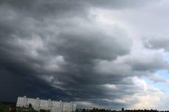 风雨如磐的天空星期日晚上 库存照片