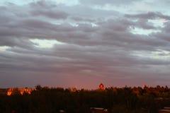 风雨如磐的天空星期日晚上 免版税图库摄影