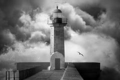 风雨如磐的天空的灯塔 库存图片