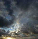 风雨如磐的天空,酒吧,黑山 库存图片