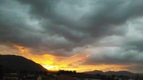 风雨如磐的天空 免版税库存图片
