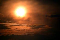 风雨如磐的日落在Necedah野生生物保护区,威斯康辛,美国 免版税图库摄影