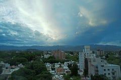 风雨如磐的晚上视图, Mendoza,阿根廷 免版税库存图片