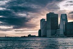 风雨如磐的曼哈顿天空 免版税库存图片