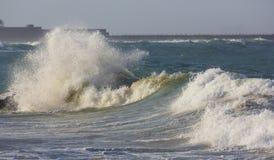 风雨如磐的海和波浪 免版税图库摄影