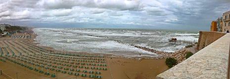 风雨如磐的海在意大利 免版税库存照片