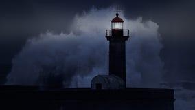 风雨如磐的海岸在晚上 免版税库存照片