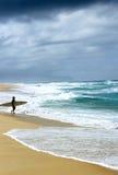 风雨如磐的海浪 免版税库存图片