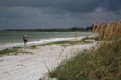 风雨如磐的海滩 库存照片