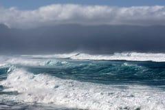 风雨如磐的海,毛伊,夏威夷北部岸  库存图片