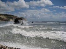 风雨如磐的海,美之女神岩石  免版税库存图片