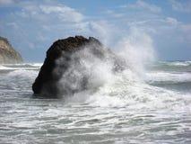 风雨如磐的海,美之女神岩石  免版税库存照片