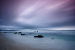 风雨如磐的海 免版税库存照片