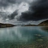 风雨如磐的湖 免版税库存图片