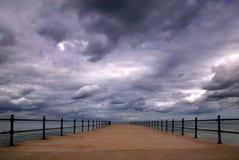 风雨如磐的码头 免版税库存图片