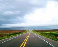 风雨如磐的高速公路 免版税库存照片