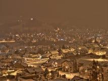 暴风雪在一个小的村庄在瑞士 免版税库存图片