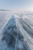 暴风雪 贝加尔湖冰  33c 1月横向俄国温度ural冬天 库存照片