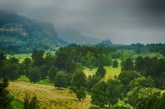 风暴在哥伦比亚河峡谷 免版税库存照片