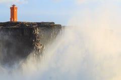 风暴在离冰岛的海岸的附近 免版税库存照片