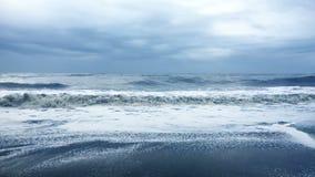 风暴对海滩的波浪卷 影视素材