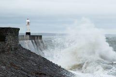 风暴巴巴拉击中波斯考尔,南威尔士,英国 免版税库存照片
