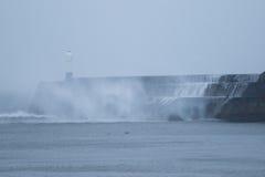 风暴巴巴拉击中波斯考尔,南威尔士,英国 库存照片