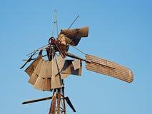 风暴损坏的风车 免版税库存照片