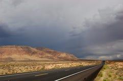 风暴来临,亚利桑那路 免版税图库摄影