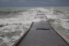 风暴黑海冬天海恶劣天气寒冷 免版税库存图片