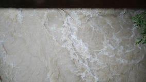 飞奔下来在GeorgianMountains的白色山小河在夏天在slo mo 影视素材