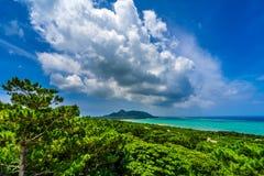 飞星云彩在天堂海岛  免版税库存照片