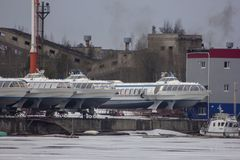 飞星在Vuoksa河的速度船 免版税图库摄影