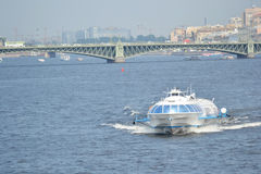 飞星,水翼艇小船在圣彼德堡 库存照片