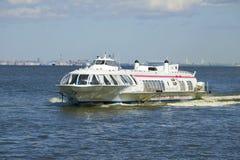 飞星143 -在特写镜头的水面飞艇在芬兰湾的水地区 免版税图库摄影