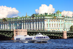 飞星-水翼艇小船在圣彼德堡 免版税图库摄影