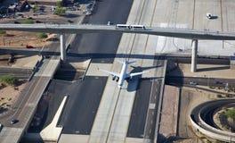 飞机、培训和汽车 免版税库存图片