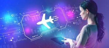 飞机与使用片剂的妇女的旅行题材 免版税库存图片