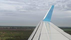 飞机为登陆做准备在欧洲机场 股票视频