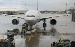 飞机为离开做准备在慕尼黑,德国机场  图库摄影