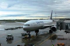 飞机为离开做准备在慕尼黑,德国机场  免版税库存照片