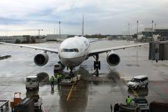 飞机为离开做准备在慕尼黑,德国机场  免版税图库摄影