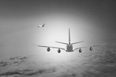 飞机云彩旅行天空航空风速飞机背景蓝色 库存照片