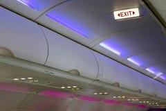 飞机内景照明和标志 免版税库存图片
