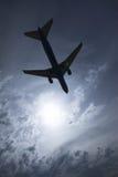 飞机剪影 免版税库存图片