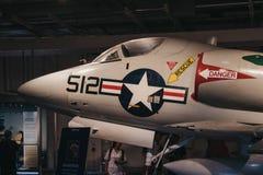 飞机和直升机外面在载体在强悍海和空气博物馆在纽约,美国 免版税库存照片