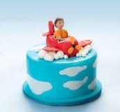 飞机和飞行员的方旦糖蛋糕 免版税图库摄影