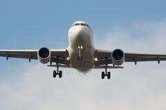 飞机喷气机着陆 库存图片
