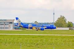 飞机在地面,机场斯图加特,德国的空中客车A319 免版税库存照片